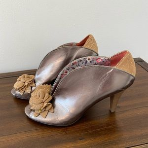 Poetic License Baby Cakes Pewter Heels Size 8.5